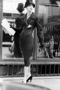 Мода 1950-х годов.  Модели домов моды Кристиан Диор и Коко Шанель.